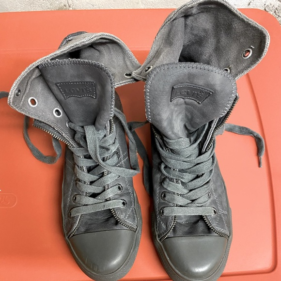 Levi's high tops gray lace up size 8